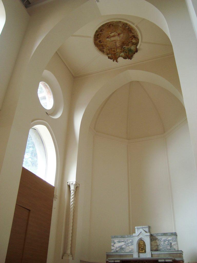 Presbiterio della Chiesa dei Santi Giorgio e Dionigi, Catania, restaurato dallo studio Ellenia+Tre