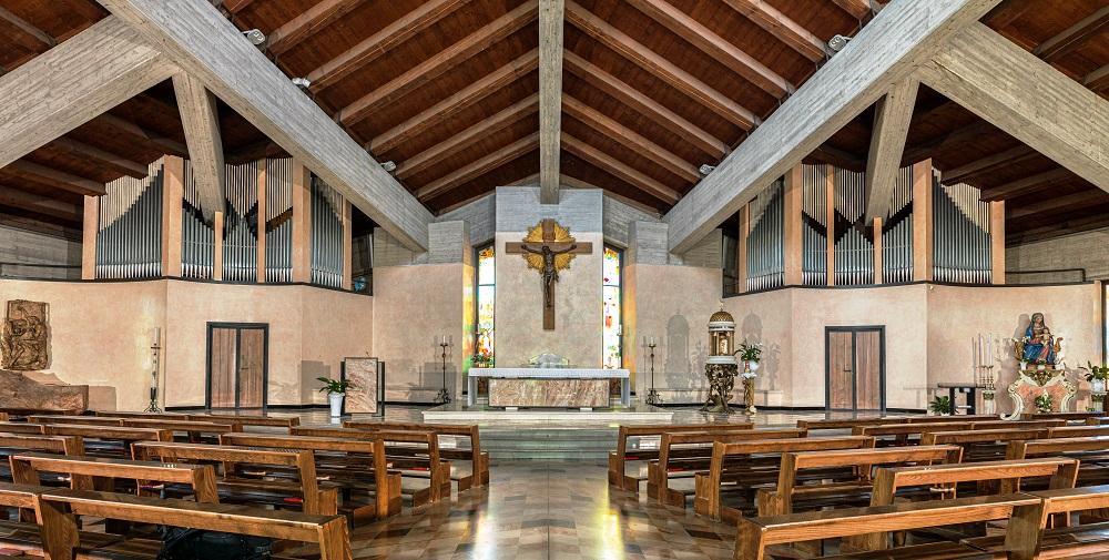 organo nella nuova Chiesa Parrocchiale di Cristo Sacerdote a Bovezzo in provincia di Brescia.